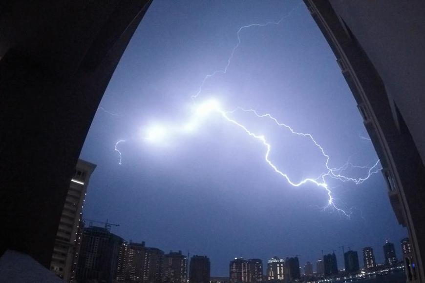 8 Stunning Photos of Lightning in Qatar