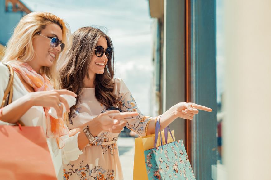 Shopping malls & street markets