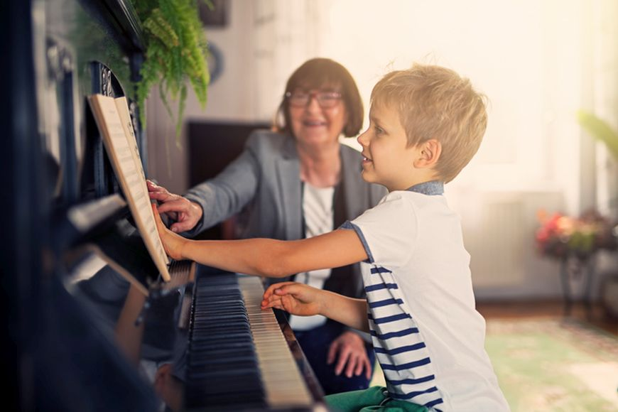 Music Classes in Dubai: Top 8 Health Benefits of Playing the Piano
