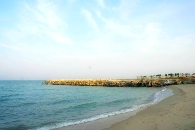 Mersilla Beach Parks is the perfect beach for anyone. Located down the Arabian Gulf Street, this beach offers a ladies day every Monday. Photo Credit: world-exotic-beaches