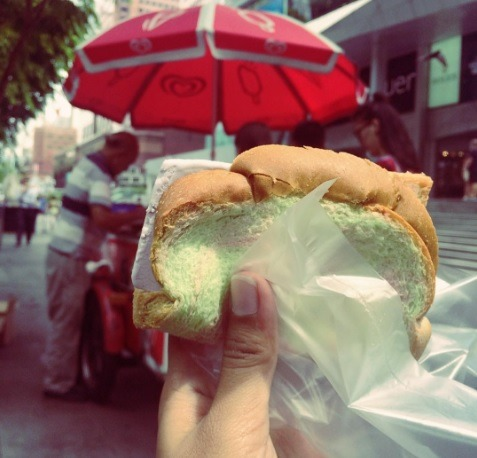 Ice cream in a sandwich? That's what dreams are made of. | Photo: IG putriandita