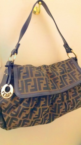 Classic All Season Pre-owned Authentic Fendi Bag