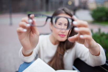 Hyperopia: Symptoms, Causes and Treatment of Farsightedness